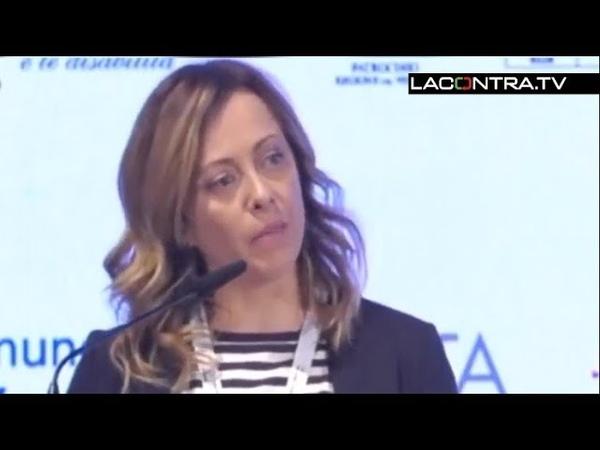 El discurso que mas irrita a feministas y populistas de una política italiana