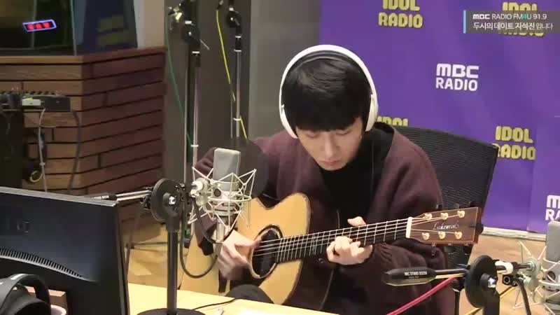 Fingerstyle guitarist @jungsungha covered BTS FAKE LOVE on radio!