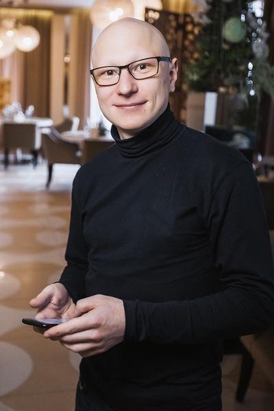 Роман Акользин