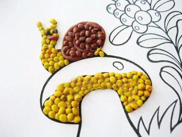 Пластинография Дары природы для детей! Материалы: - шаблон - пластилин Ход работы: Поскольку на нашей картинке на грибочке сидит улитка, решили начать работу именно с нее. Из пластилина