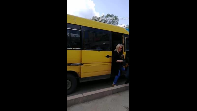 27) водителя желтого микроавтобуса, ГРНЗ 583 KGA 09, который 13.06.2019 г., в 14 ч.43 м., на остановке «45 квартал» нелегально в