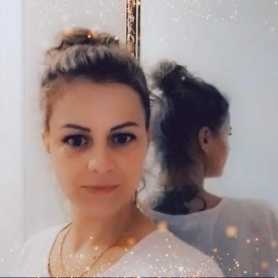 Лена Богданова