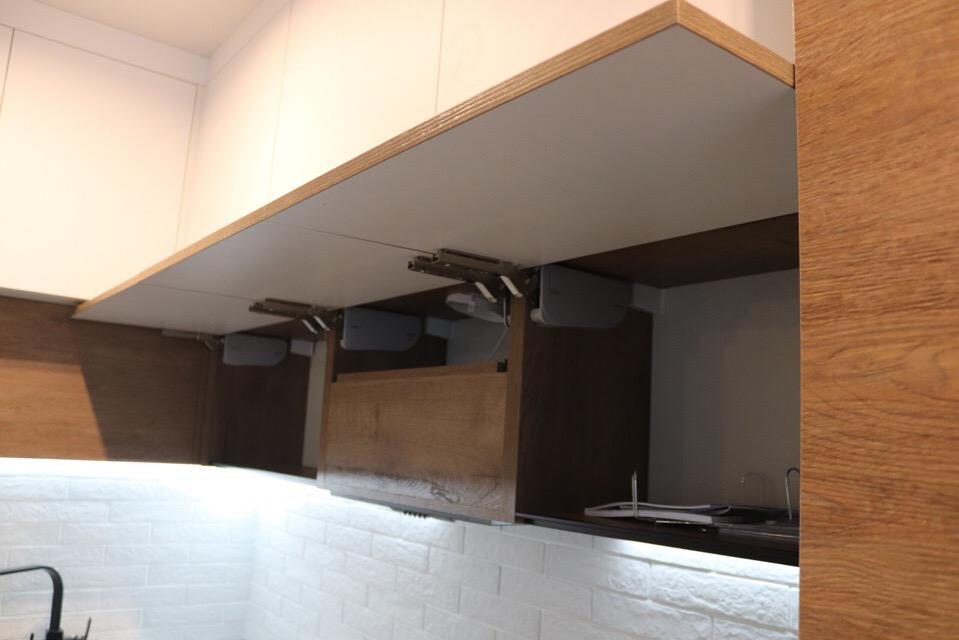 Данная кухня выполнена с модными сейчас профилями