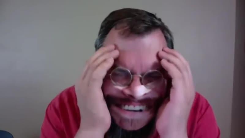 Студенты подарили своему преподу маску которая выглядит так же как его лицо Счастью препода не было предела