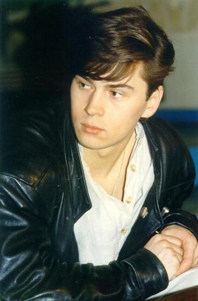 Владимиру Политову исполнилось 49! Он многим нравился больше всех из На-на. Красавец.