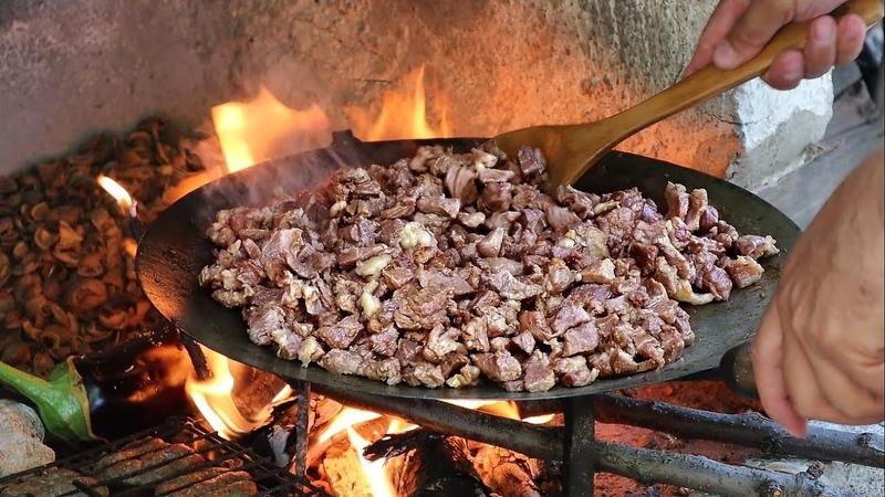 KURBAN BAYRAMINDA EN LEZZETLİ ZİYAFET Sac ve Ciğer Kavurma Fried meat and Liver on an Iron Plate