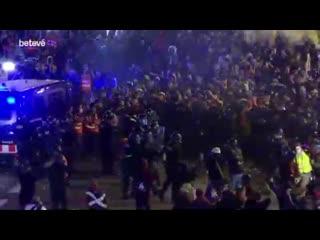 Замес с Испанской полицией в Каталонии. Барселона, кадры сняты час назад.