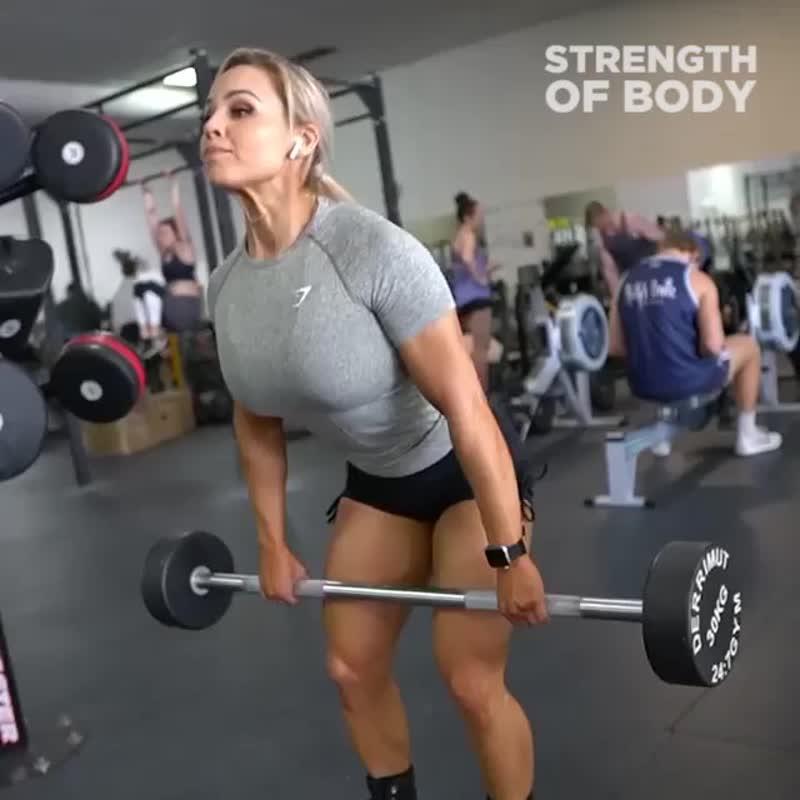 Хардкорная тренировка ног спортсменки
