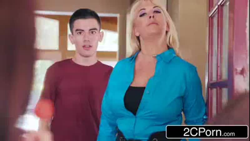 Horny_brat_karlie_brookes_gets_closer_to_her_soon-to-be_stepbrother_jordi.mp4