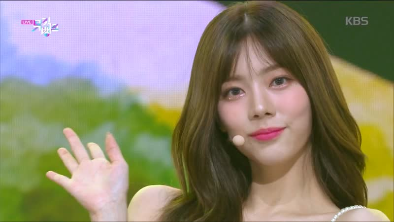 DIA (다이아) – Hug U (감싸줄게요) [Show Music Bank 10.07.2020]