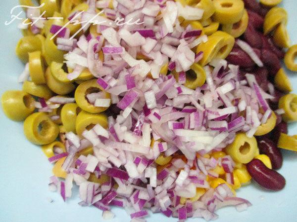 Салат с фасолью и оливками