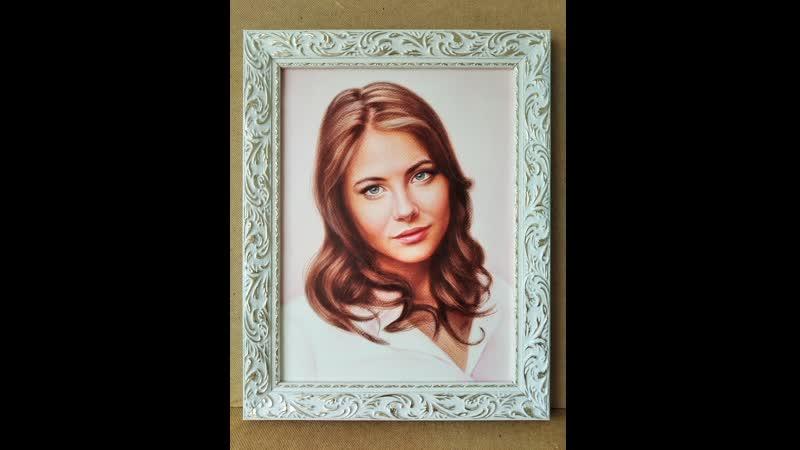 Портрет Уиллы Холланд - американская актриса и модель .