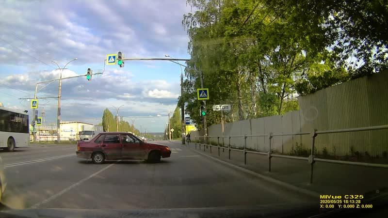 Полицейский разворот перед пешеходами. 25,05,20