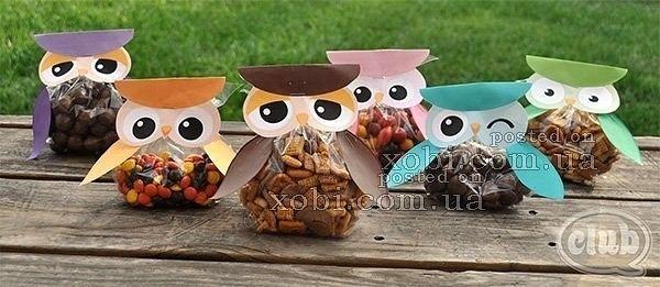 Мешочки со сладостями - совята. Чтобы сделать таких замечательных совят в виде мешочков со сладостями, нужно распечатать трафареты и вырезать их. Затем наполнить кулечки любимыми сладостями,