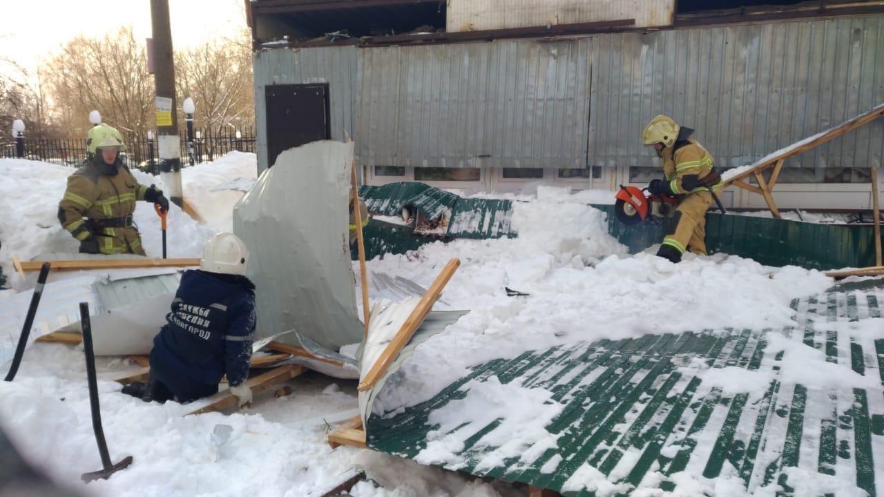 Женщина погибла в результате обрушения конструкций торговой палатки на улице Родионова в Нижнем Новгороде