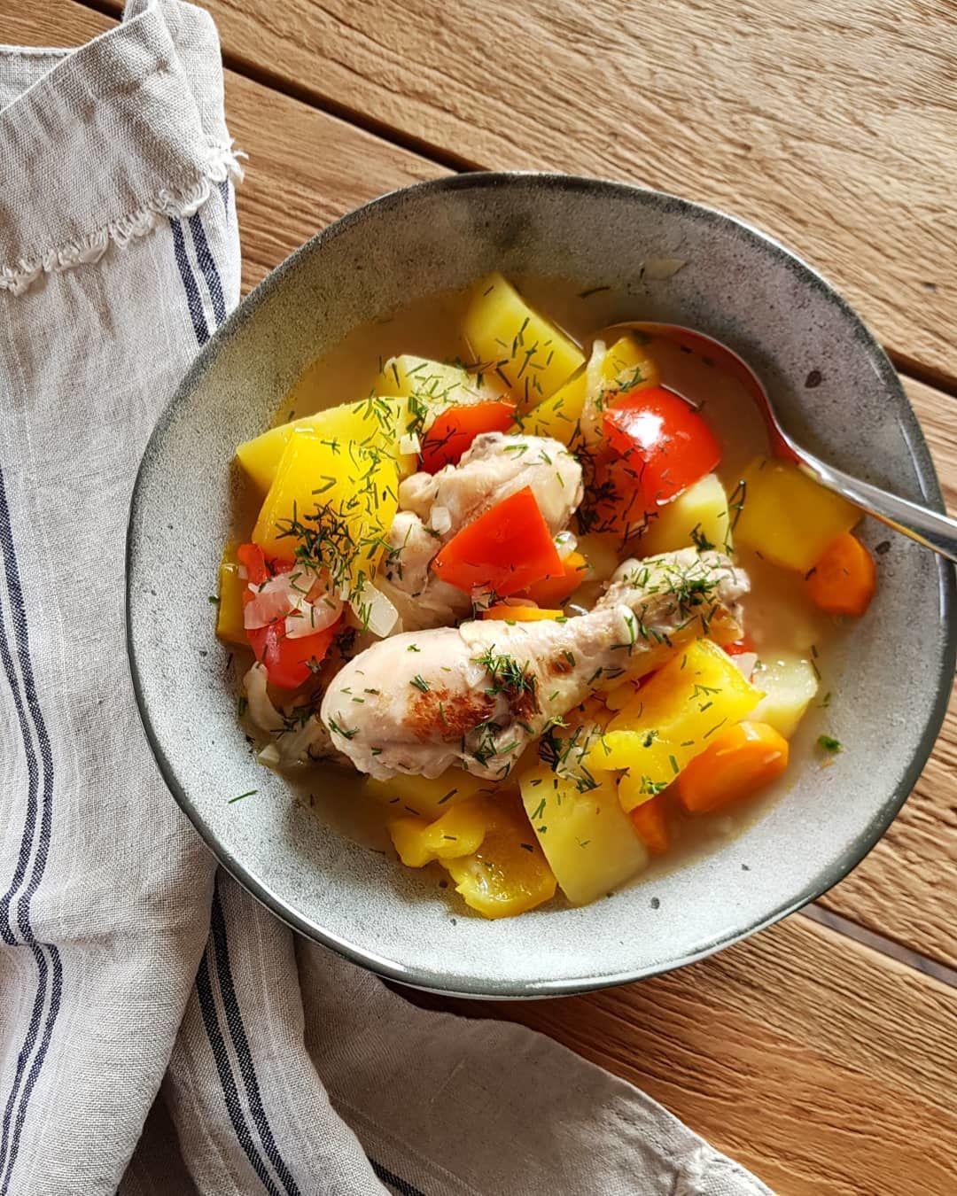 Курица тушёная с овощами.