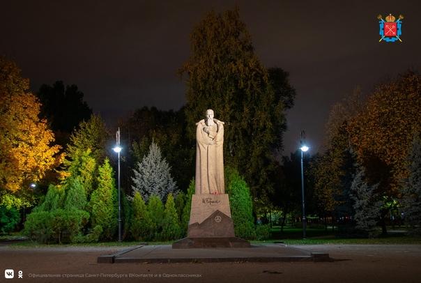 Памятник Николаю Рериху в саду «Василеостровец» предстал ...