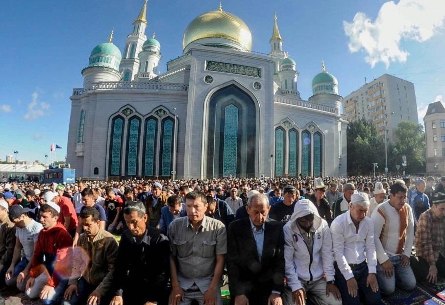 Мусульмане просят больше мечетей в Москве
