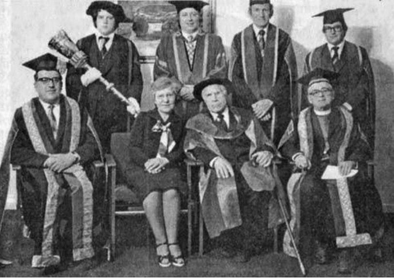 Во время вручения докторского диплома в Салфордском университете. Англия, 1977 г.