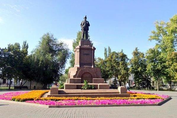 В Самаре памятник Ленину взяли под охрану вместе с...