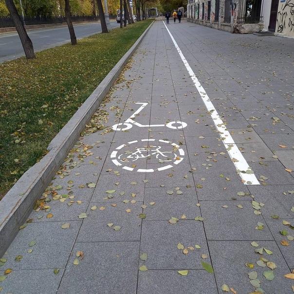 На Ленина внезапно появилась разметка велодорожек....