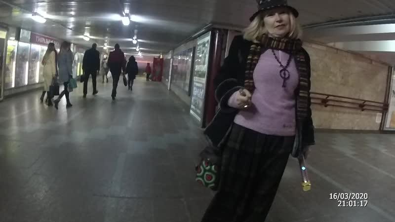Бабка торгашка на реализации у цыган и её заступница в неадеквате