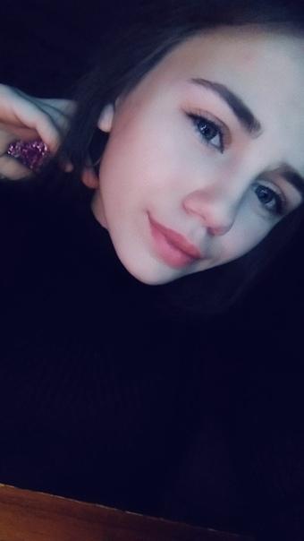 Восьмиклассница покончила с собой из-за неразделенной любви. Случай произошел 11 мая в Армавире. 15-летняя ученица школы 1 по имени Милена у себя в квартире поставила табуретку а над ней
