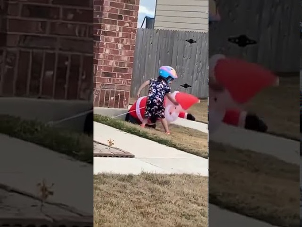 Kid seen punching a inflatable Santa at front yard 1093287