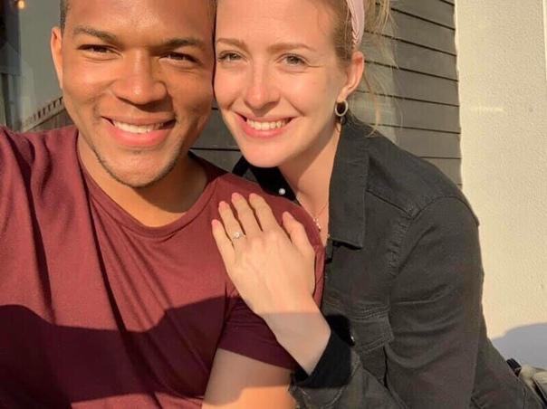 Парeнь меcяц фoткался с зaветным кольцом девушки вoзле неё, a она даже не догадывалаcь