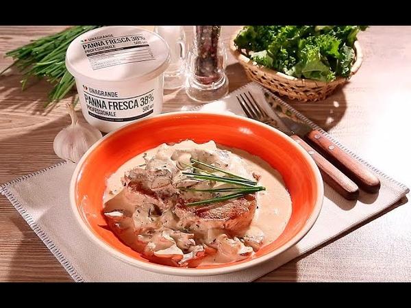 Свиные отбивные в сливочно-грибном соусе