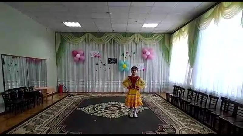 башкорт халык бейеуе Бурзяночка. Танцует моя дочка.