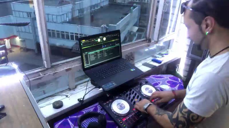 Live DJ Keetzooh Dj Adrian Wild