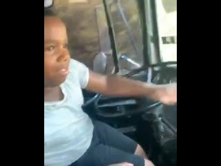 Малой кто во сколько лет сел за руль