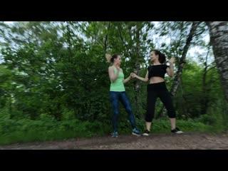 Две счастливые женщины в танце!) Амнезия.