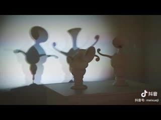 А в душе я танцую: танцующие тени двух ваз