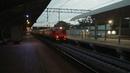 Электропоезд ЭД2Т-0028 следует по 3 пути платформы Лось